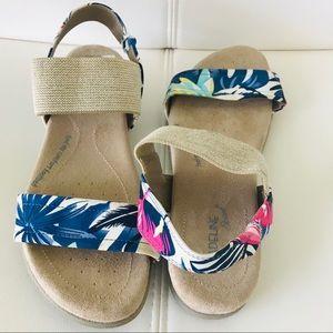 Madeline Stuart Tropical Print Sandals Size 8.5
